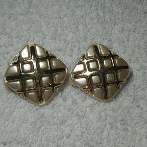 Vintage Beige Gold Acrylic Clip On Earrings